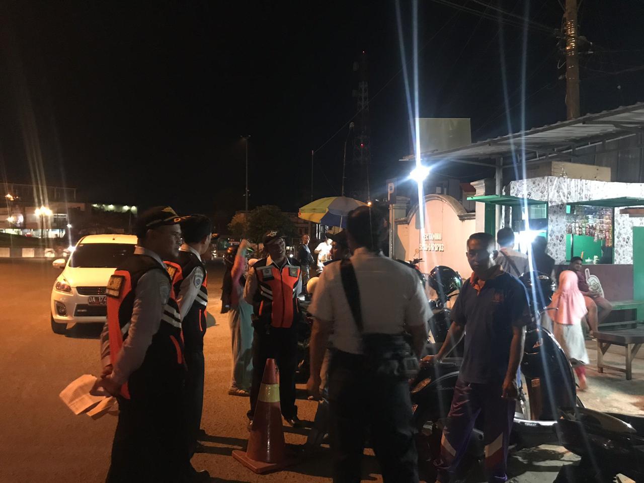 Kegiatan UPT. Parkir DISHUB Banjarbaru, Menindak lanjuti atas Laporan Masyarakat. Di Seputaran Warung Murakata Simp. 4 BJB